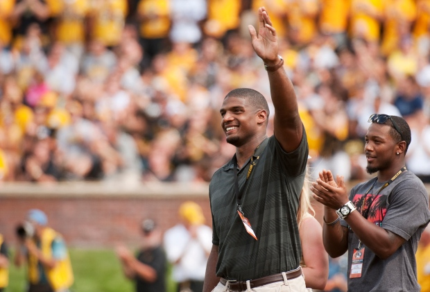 Michael Sam clears waivers after Rams cut