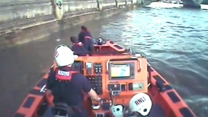 Extended: Teen is saved from the Thames