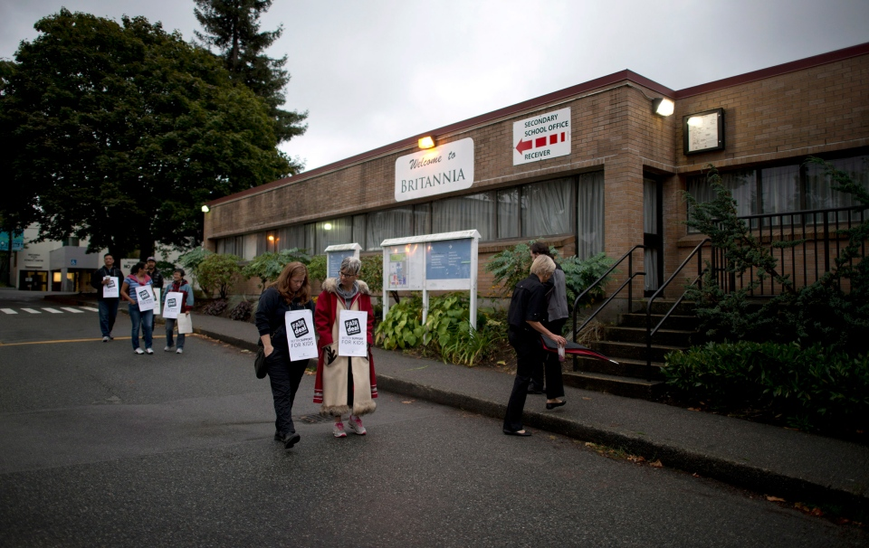 Teachers walk the picket line outside the Britannia Secondary and Elementary Schools in Vancouver, B.C. Tuesday, Sept. 2, 2014. (Jonathan Hayward / THE CANADIAN PRESS)
