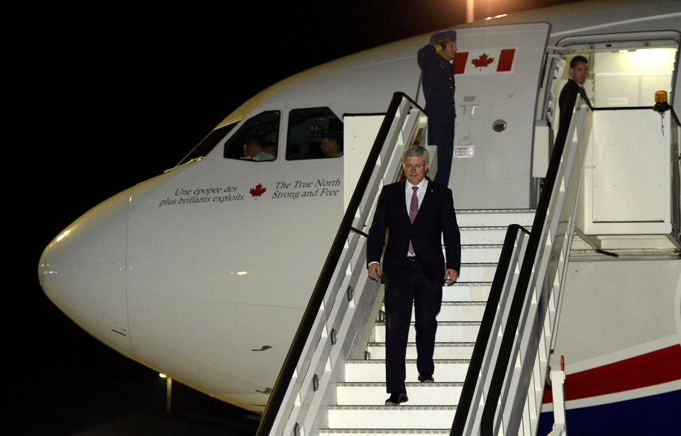 Prime Minister Stephen Harper arrives in London, England, on Tuesday, September 2, 2014. (Sean Kilpatrick / THE CANADIAN PRESS)