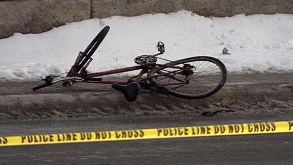 cyclist crash ottawa, carling avenue closed