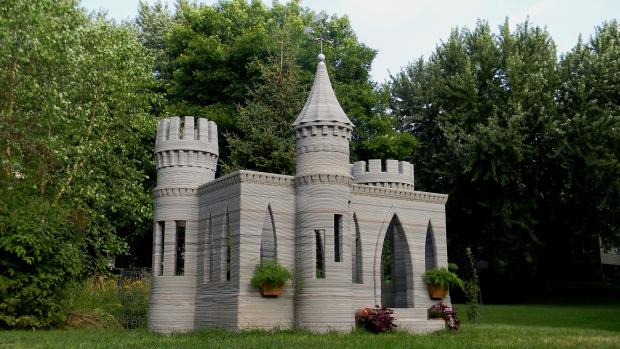 U.S. man 3D prints mini castle, sets sights on printing livable house