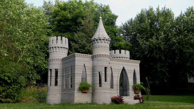 U s man 3d prints mini castle sets sights on printing for Mini castle house plans