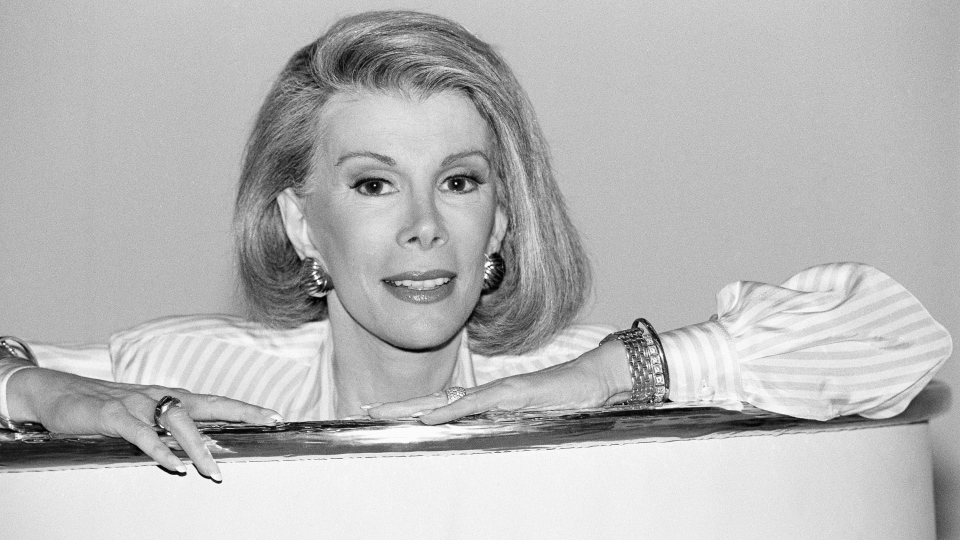 Joan Rivers announces that she is starting a new syndicated talk show, 'The Joan Rivers Show,' in Los Angeles on Aug. 15, 1989. (AP / Nick Ut)