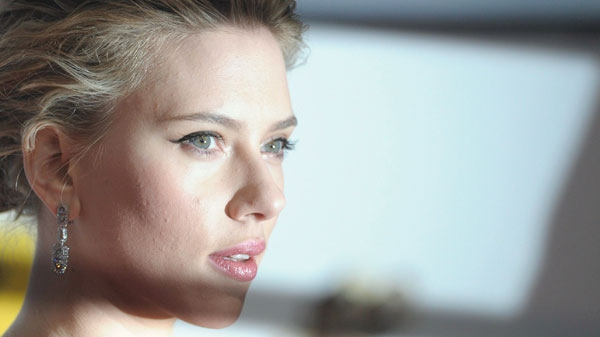 US actress Scarlett Johansson arrives on the red carpet prior to the awarding ceremony of the 'golden camera' prize in Berlin Saturday, Feb. 4, 2012. (AP /dapd, Michael Gottschalk)