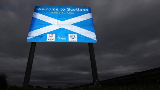 A sign welcoming motorists to Scotland