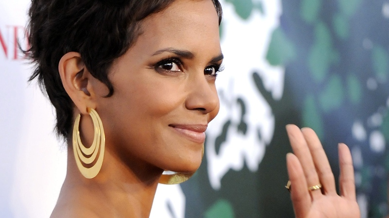 Halle Berry attends The Fragrance Foundation's 2011 FiFi Awards at The Tent at Lincoln Centre. May 25, 2012. (AP / Evan Agostini)