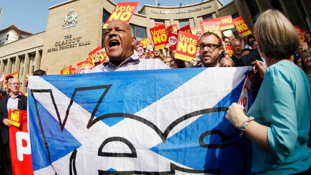 A Yes supporter crashes a Labour Better Together rally on Buchanan Street in Glasgow, Scotland, as the campaign ahead of the Scottish independence referendum intensifies, Thursday Sept. 11, 2014. (AP / PA / Danny Lawson)