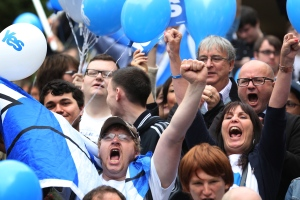 People cheer during a YES campaign rally in central Glasgow, Scotland, Wednesday, Sept. 17, 2014. (AP / David Cheskin)