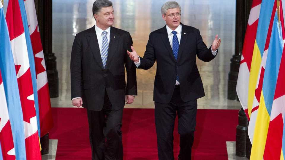 Prime Minister Stephen Harper, right, and Ukrainian President Petro Poroshenko, left, walk down the Hall of Honour on Parliament Hill, in Ottawa, Wednesday, Sept. 17, 2014. (Fred Chartrand / THE CANADIAN PRESS)