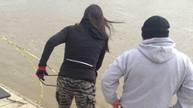 Volunteers looking for missing and murdered indigenous women work at the Red River in Winnipeg on Sept. 17, 2014.
