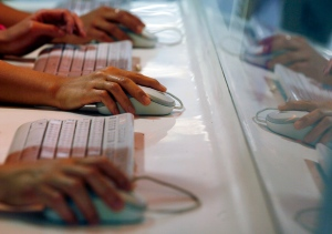 Users browse websites on computer terminals in Hong Kong, June 16, 2013. (AP / Kin Cheung)