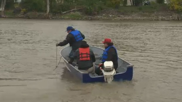 Volunteers took to the water on the Red River in Winnipeg on Sept. 17, 2014.