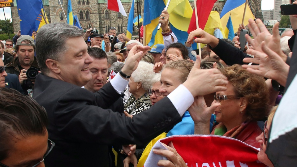 Ukrainian President Petro Poroshenko shakes hands with members of the Canadian Ukranian community on Parliament Hill, in Ottawa, Wednesday September 17, 2014. (Fred Chartrand / THE CANADIAN PRESS)