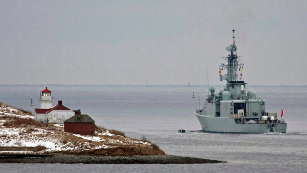 HMCS Athabaskan heads past Georges Island in Halifax on Jan. 14, 2010. (THE CANADIAN PRESS / Andrew Vaughan)