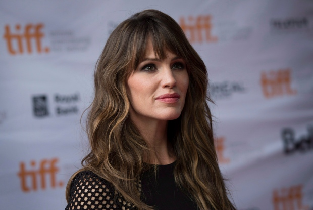 Jennifer Garner poses at the premiere of the film 'Men, Women and Children' during the 2014 Toronto International Film Festival in Toronto on Saturday, September 6, 2014. (Darren Calabrese / THE CANADIAN PRESS)