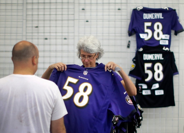 Fans show up to trade in Ray Rice jersey