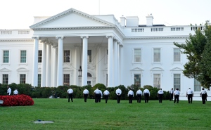 Uniformed Secret Service officers walk along the lawn on the North side of the White House in Washington on Saturday, Sept. 20, 2014. (AP / Susan Walsh)