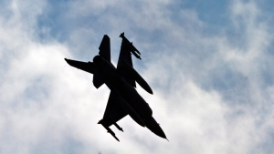 A Turkish Air Force fighter jet makes a landing approach at Incirlik Air Base, Turkey, Friday, Aug. 30, 2013. (AP / Vadim Ghirda)