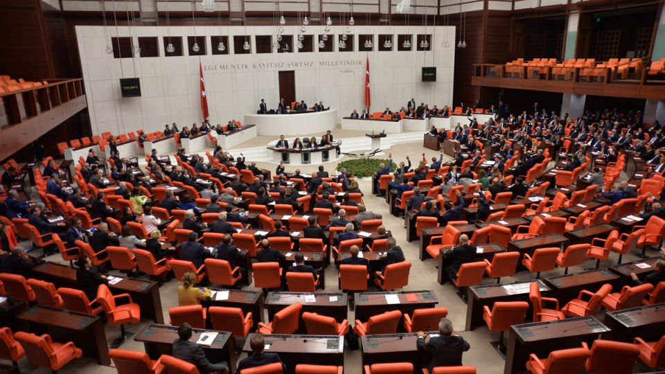 Turkish lawmakers approve anti-ISIS missions in Iraq ...
