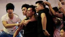 Hong Kong protestors clash with anti-democracy mob