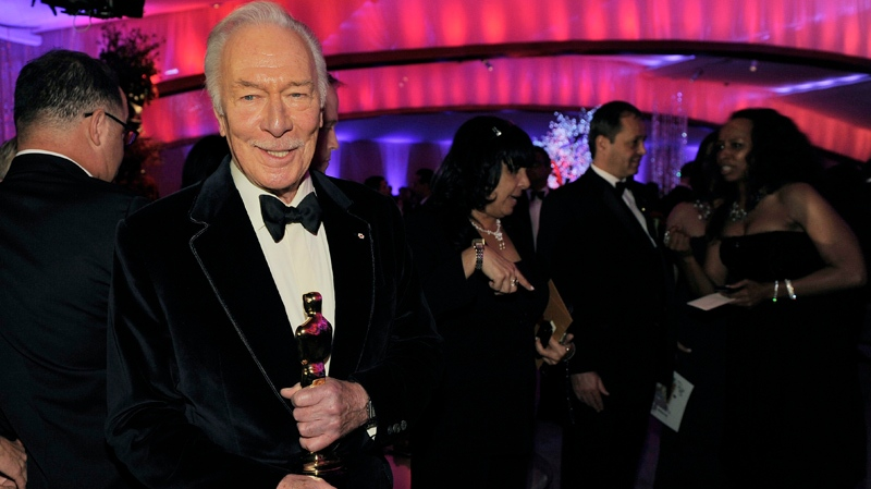 "Christopher Plummer with the Oscar for best supporting actor for his work in ""Beginners"" at the Governors Ball following the 84th Academy Awards on Sunday, Feb. 26, 2012, in the Hollywood section of Los Angeles. (AP Photo/Chris Pizzello)"