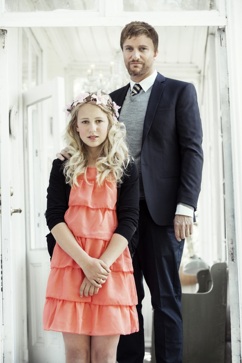 Thea, 12, poses with her future husband, Geir, 37. (theasbryllup)