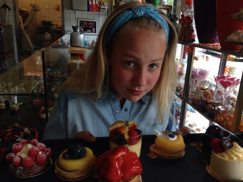 Thea, 12, with potential wedding desserts. (theasbryllup)