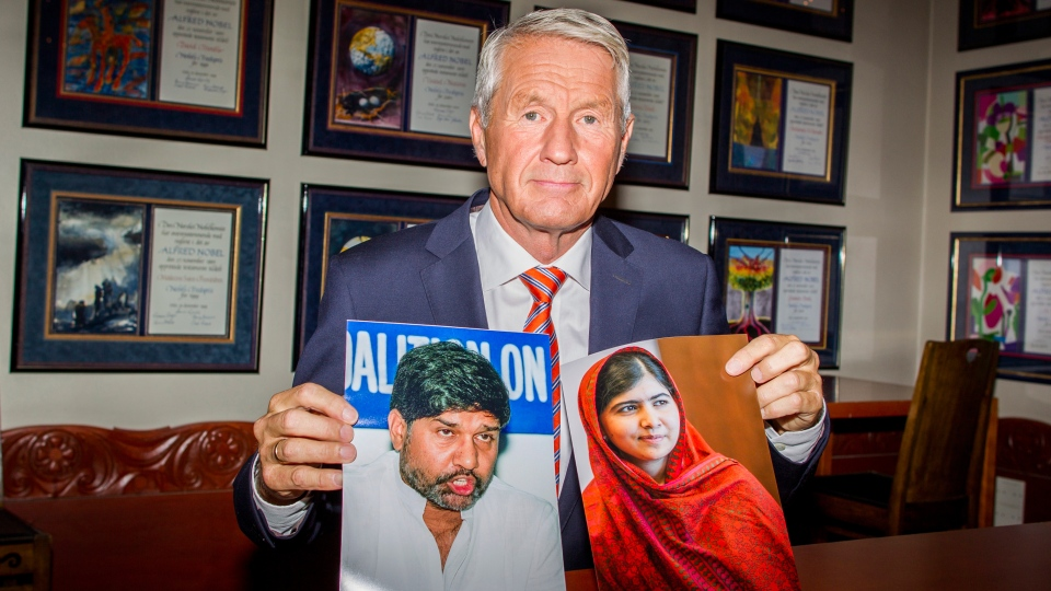 Chair of the Norwegian Nobel Committee, Thorbjorn Jagland holds photos of children's rights activists Malala Yousafzai of Pakistan, right, and Kailash Satyarthi of India at The Norwegian Nobel Institute in Oslo Friday, Oct. 10, 2014. (AP / Vegard Wivestad Grott, Scanpix)
