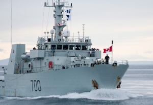 Canadian Prime Minister Stephen Harper stands on the bow of the HMCS Kingston as it sails in the Navy Board Inlet August 24, 2014. (Adrian Wyld / THE CANADIAN PRESS)