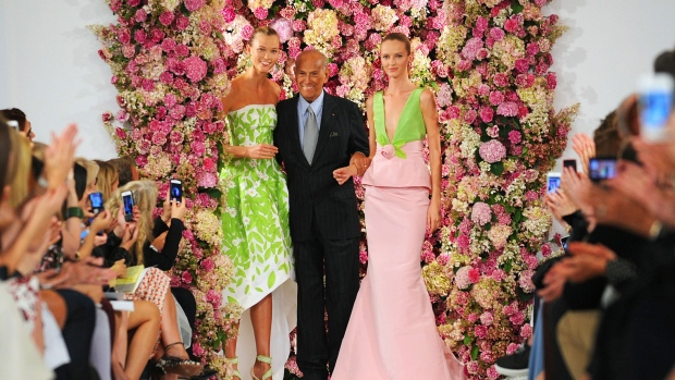 Designer Oscar de la Renta takes a bow with models Karlie Kloss, left, and Daria Strokous, right, after his Spring 2015 collection is modeled during Fashion Week in New York. The designer de la Renta, a favourite of socialites and movie stars alike, has died. He was 82. (AP / Diane Bondareff)