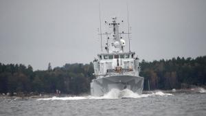 The Swedish minesweeper HMS Kullen under way in Namdo Bay, Sweden, on Oct. 21, 2014. (AP / Fredrik Sandberg)