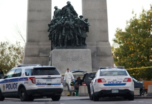 Police investigators carry equipment at the National War Memorial after a shooting in Ottawa on Wednesday, Oct. 22, 2014. (Patrick Doyle / THE CANADIAN PRESS)