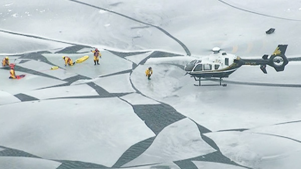 Fishermen stranded on lake simcoe ice floe ctv news for Lake simcoe fishing