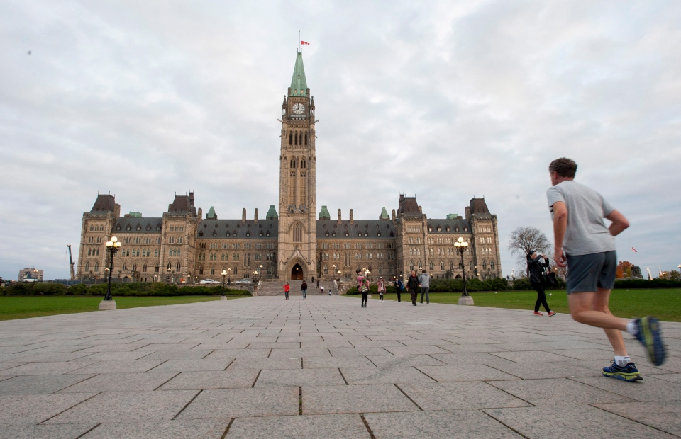 A runner makes his way towards Centre Block on Parliament Hill in Ottawa on Saturday, Oct. 25, 2014. (CP / Justin Tang)