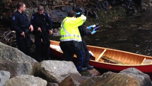 CTV Atlantic: Suspect flees from police in canoe