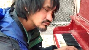 Extended: Homeless man plays piano beautifully