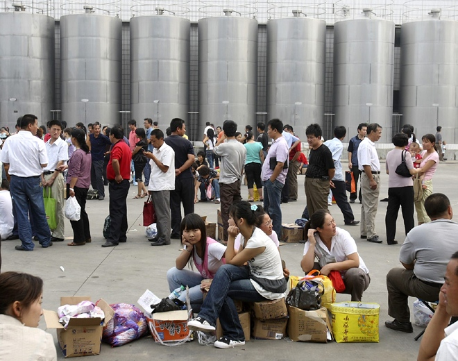 Chinese consumers line up with tainted milk formula products to get a refund at a processing plant for Sanlu Group Co. whose milk formula products were found to contain banned substances in Shijiazhuang, northern China's Hebei province, Thursday, Sept. 18, 2008.  (AP / Ng Han Guan)
