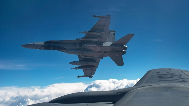 CF-18s bomb Islamic State bunkers near Iraq's 2nd largest city