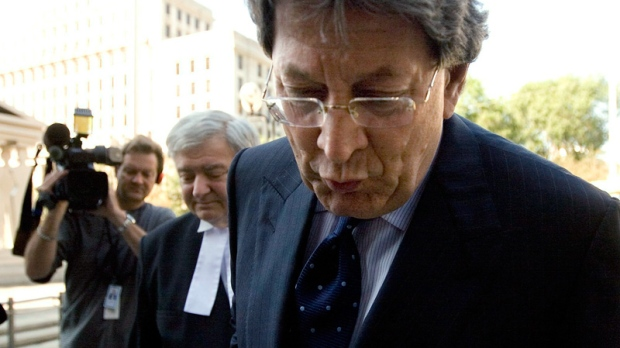 Journalists follow Livent co-founder Garth Drabinsky, right, and his lawyer Edward Greenspan into Ontario Superior Court for sentencing on Wednesday, August 5, 2009. (Darren Calabrese / THE CANADIAN PRESS)