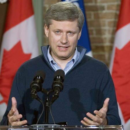 Conservative Leader Stephen Harper responds to a question during a news confernce in Farnham, Que., Friday, Sept. 19, 2008. (Paul Chiasson / THE CANADIAN PRESS)