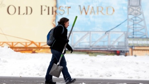 Beth Bragg carries a shovel to the Old First Ward Community Center  in Buffalo on Saturday, Nov. 22, 2014. (AP / Mike Groll)