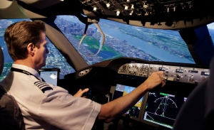 American Airlines pilot Bill Elder in a Boeing 787 Dreamliner flight simulator on May 9, 2014. (The Associated Press / LM Otero)