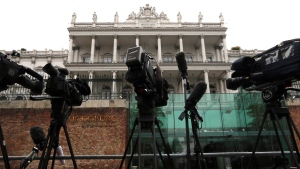 Cameras stand in front of Palais Coburg where closed-door nuclear talks with Iran take place in Vienna, Austria on Nov. 22, 2014. (AP / Ronald Zak)