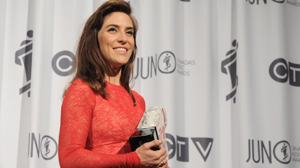 Feist poses with the Juno award for the Artist of the Year during the Juno Awards ceremony in Ottawa, Sunday April 1, 2012. (Sean Kilpatrick / THE CANADIAN PRESS)