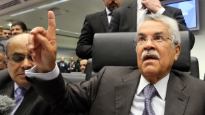 Saudi Arabia's Minister of Petroleum and Mineral Resources Ali Ibrahim Naimi speaks to journalists prior to the start of a meeting of the Organization of the Petroleum Exporting Countries, OPEC, at their headquarters in Vienna, Austria, Thursday Nov. 27, 2014. (AP / Ronald Zak)