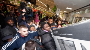 Shoppers jostle for electrical goods at a store in London, Friday Nov. 28, 2014. (AP /PA, David Parry)