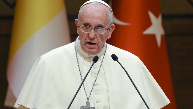 Pope Francis denouces ISIS on Turkey visit