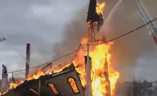 Fire destroys a church in Whitney Pier, NS
