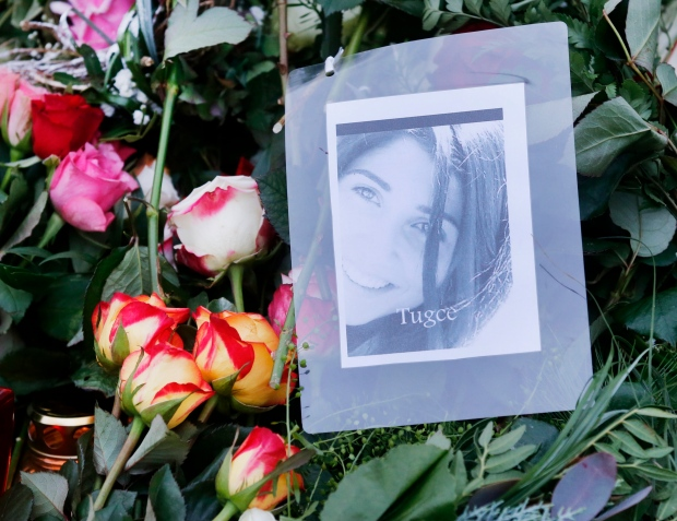 Flowers and a picture cover the grave of Tugce Albayrak in Bad-Soden Salmuenster, Germany, Wednesday, Dec. 3, 2014. (AP / Michael Probst)